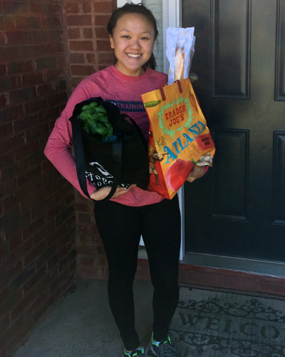 Amy Tran (DO '22) delivering groceries to a neighbor's front door.