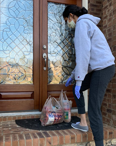 Manali Desai (DO '22) delivering groceries to a neighbor's front porch.
